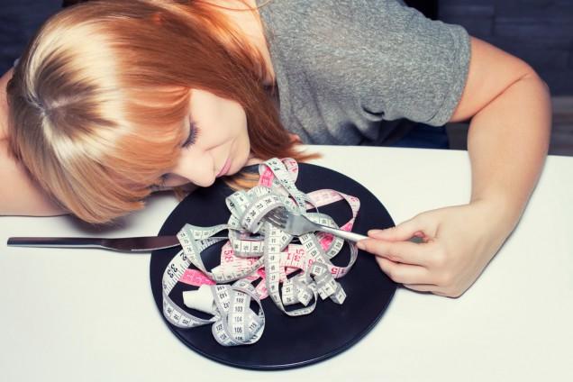 Disturbi alimentari in adolescenza: 7 campanelli d'allarme per identificarli